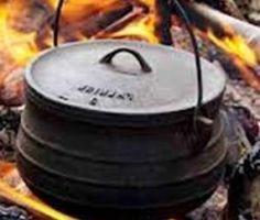 Kookolie 8 skaapnek in 15 mm dik skywe gesny 8 skaap kneukels in 15 mm dik gesny 8 varkvleis kneukels, 15 mm dik gesny 8 klein uie 10 ml sout Vleisaftreksel 8 wortels, elk in 3 stukke gesny 3 groot… Braai Recipes, Oxtail Recipes, Lamb Recipes, Meat Recipes, Cooking Recipes, Recipies, Oven Recipes, South African Dishes, South African Recipes