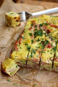 Tortilla espagnole en omelette - On n'est Pas des anges - This Pin 19 awesome tapas party foods everyone will enjoy Baked Spanish style tortilla with ham - Delicious, but next time would use prosciutto and would layer potatoes and egg mixture Appetizers R Tapas Recipes, Brunch Recipes, Soup Recipes, Breakfast Recipes, Dinner Recipes, Cooking Recipes, Healthy Recipes, Brunch Ideas, Tapas Ideas