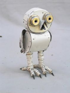The metal used to make this owl seems pretty bendable and probably can be used in my artwork for armour platings.