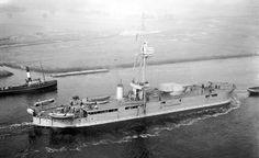 HMS Raglan Merchant Marine, Naval History, Navy Ships, Submarines, Aircraft Carrier, Model Ships, Royal Navy, Battleship, Sailing Ships
