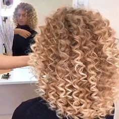 Note to self.this takes a bit, long hair takes longer, your friend helping you is a God send and your arms are going to be sore the next day 😂😂😂😂 Blonde Curly Hair Natural, Curls For Long Hair, How To Curl Short Hair, Short Curly Hair, Long Layered Curly Haircuts, Spiral Perm Short Hair, Perms For Short Hair, Spiral Hair Curls, Spiral Perms
