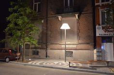 """Resulta llamativa la iluminación de los """"salones"""", donde se han colocado luces que recuerdan a las lámparas de mesita o de lectura."""