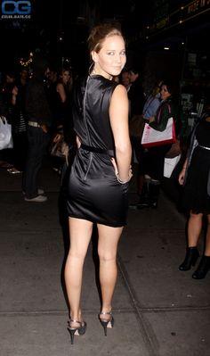 Jennifer Lawrence She starred as Aurora Lane in Passengers - Goblino Jennifer Lawrence Legs, Jennifer Laurence, Katniss Everdeen, Celebs, Celebrities, Sexy Legs, American Actress, Girls, Actresses
