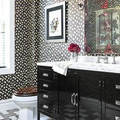 A powder room is the best place to go wild, don't you think?(: @reidrolls | Design: @nickolsenstyle) #onstandsnow #instadesign #homedecor