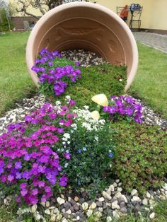 Summer is coming - Summer is coming Best Picture For diy For Your Taste You are looking for something, and it is goi - Garden Yard Ideas, Lawn And Garden, Garden Projects, Garden Pots, Back Gardens, Outdoor Gardens, Succulents Garden, Planting Flowers, Garden Images