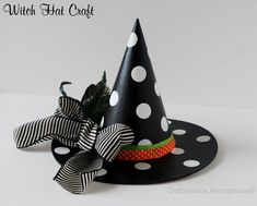 Love this polka dot witch hat! This is a fun idea for the girls halloween costumes to do it on a hat they can actually wear. Image Halloween, Halloween Hats, Homemade Halloween, Halloween Crafts For Kids, Halloween Costumes For Girls, Halloween Projects, Diy Halloween Decorations, Christmas Crafts, Witch Costumes
