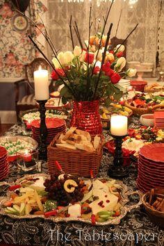 pratos espalhados por toda a mesa