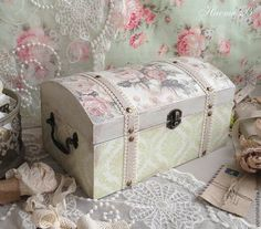 Inspired by how this is finished with it's trim and texture. Decoupage Glass, Decoupage Art, Shabby Chic Crafts, Vintage Crafts, Pretty Storage Boxes, Jewelry Box Makeover, Pretty Box, Craft Bags, Altered Boxes