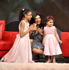 Former Miss Universe Sushmita Sen has made her Instagram debut. The actress, who was last seen in Bengali film 'Nirbaak', shared a video of her two daughters Renee and Alisah singing a song from Frozen. Sushmita wrote, 'This had to be the first video I post! My two nightingales belting it out. This video can … Continue reading Sush makes Insta debut with her 'two nightingales' »