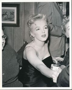 """""""Marilyn Monroe at a press conference, """" Golden Age Of Hollywood, Hollywood Glamour, Old Hollywood, Hollywood Icons, Hollywood Actresses, Rare Marilyn Monroe, Marilyn Monroe Photos, Angelina Jolie, Becoming An Actress"""