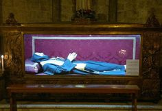 The Incorrupt body of Blessed Conrad of Ascoli in the Church of San Francesco in Ascoli Piceno, Italy. Photo by Revares. Catholic Saints, Roman Catholic, Catholic Beliefs, Incorruptible Saints, New Pope, San Francisco, Blessed Virgin Mary, Pilgrimage, Christianity