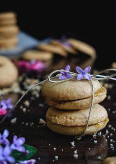Αφράτα σαμπλεδάκια με μαρμελάδα βερίκοκο - Just life Cookies, Desserts, Food, Crack Crackers, Tailgate Desserts, Deserts, Biscuits, Essen, Postres