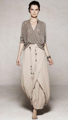 """Sarah Pacini - love this  Seul ,la beauté peut avoir un beau vêtement,comme """"seul"""" Sarah connaît le secret."""
