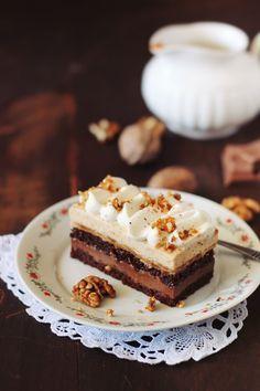 Prajitura cu ciocolata, caramel si crema cu nuci pralinate/ Parline and…