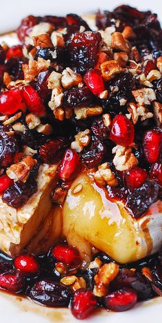 Baked Brie with Cranberries, Pecans, Pomegranate #holidays