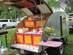 Survival camping tips Survival Bow, Survival Knife, Vintage Campers Trailers, Camp Trailers, Travel Trailers, Cargo Trailer Conversion, Teardrop Trailer, Little Kitchen, House On Wheels
