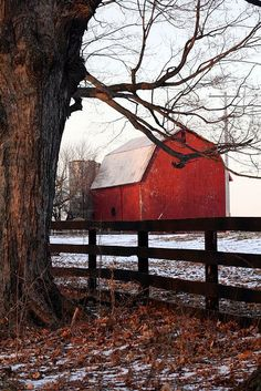 I've always wanted an old red barn like this :)
