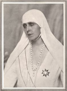 Enclosed inside a small silver casket, the heart of Queen Marie of Romania, a granddaughter of Queen Victoria and personal fashion icon of mine, will FINALLY be laid to rest in the Carpathian mount… Queen Victoria Family, Princess Victoria, Michael I Of Romania, History Of Romania, Romanian Royal Family, Royal Beauty, Central And Eastern Europe, Princess Alexandra, Queen Mary