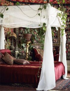 A Victorian inspired bed where you can dream about King's Landing in The Game of Thrones