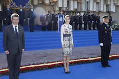 November 10, 2015... Queen Letizia delivers spanish flag to National Police