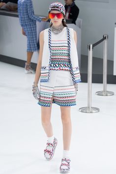 Chanel Spring 2016 Ready-to-Wear Fashion Show - Irina Djuranovic