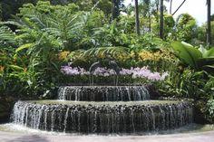 Wasser im Garten - Ein romantischer Brunnen in Terrassenform