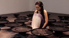 Mit purer Hirnkraft visualisiert Lisa Park 48 verschiedene Emotionen in Wasserbecken | The Creators Project