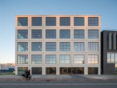 Completed in 2018 in Amsterdam, The Netherlands. Images by Ossip van Duivenbode. Small and mid-size companies often have trouble finding suitable office space in Amsterdam. The creative industry has seemingly unrealistic demands. Architecture Office, Contemporary Architecture, Architecture Details, Factory Architecture, Amsterdam, Townhouse Interior, Concrete Facade, House Deck, Building Facade