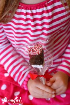 Chocolate Dipped Valentine Marshmallow Pops from @Brenda -  a farmgirl's dabbles