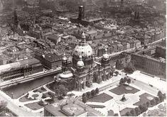 Stadtschloss at right.. Berliner Dom.. Bourse.. Altes Museum.. Lustgarten.. Marienkirche.. Rotes Rathaus.. Nikolaikirche.. River Spree