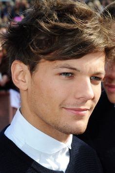 Louis red carpet Teen Awards