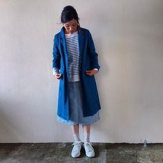 晴れた日は鮮やかな色を着たくなり、スプリングコートのソロモンを。テーラードカラーはカジュアルなお洋服をすこしだけ引き締めてくれます。