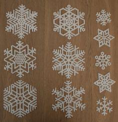Winter snowflakes hama perler beads by Mamma Mia's Verden ✮ Winter sn. - Winter snowflakes hama perler beads by Mamma Mia's Verden ✮ Winter snowflakes hama per - Perler Bead Designs, Hama Beads Design, Diy Perler Beads, Hama Beads Patterns, Perler Bead Art, Beading Patterns, Pixel Art Noel, Christmas Perler Beads, 8bit Art