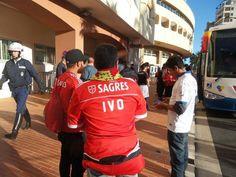 Já existem adeptos do Benfica junto ao Estádio Louis II. (via @ngettliffe)