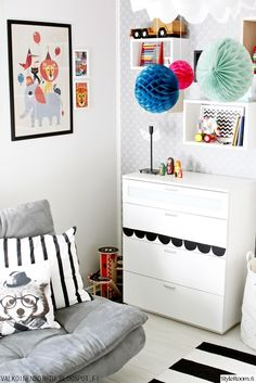 lastenhuone,lastenhuoneen sisustus,juliste,lelut sisustuksessa,säilytys,honeycomb,paperipallo