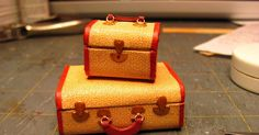 Roberta mentioned that she was making a suitcase; that inspired me to make a tutorial on this set of luggage. I love this era. I've ...