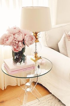 Simple Pink Peony Arrangement for Living Room Decor - Modern Design Peony Arrangement, Home Flower Arrangements, Artificial Flower Arrangements, Pink Room, Blush Pink Living Room, Blush Pink Bedroom, Romantic Living Room, Feminine Bedroom, Romantic Home Decor