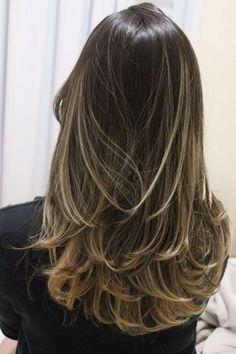 Corte de cabelo medio repicado atras