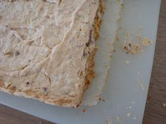 """Jeg har fået fingrene i den lille lækre kagebog """"Kager uden mel"""" af Lise Lotz. Lise har den skønne kage-blog Kage!Kage!Kage! , som går gr..."""