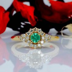 Gold engagement ring with Emerald and Diamonds - Sale Best Diamond Rings, Gold Engagement Rings, Diamond Wedding Bands, Gold Wedding, Heart Ring, Emerald, Jewelry, Diamond, Jewlery