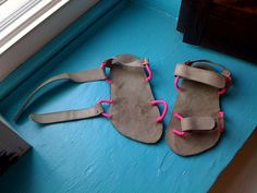 Kids Sandals, Shoes Sandals, Denim Crafts, Leather Flowers, Huaraches, Leather Working, Leather Sandals, Leather Men, Hiking Boots