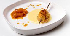 Piccolo spiedino di pollo marinato con fonduta di Gorgonzola dolce e melone al caramello fumè
