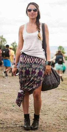 how to wear a maxi skirt. Wear your maxi skirt to a festival or to the beach, and protect the bottom by tying it into a cute knot.