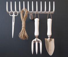Pour le rangement des outils de jardinage