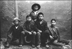 Tlingit boys from Juneau c. This picture makes me sad. No light in their eyes. Native American Regalia, Native American History, History Of Photography, Vintage Photography, Native Child, Spiritual People, Creepy Photos, Tlingit, Pictures Of People