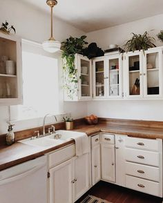 10 Staggering Cool Tips: Kitchen Remodel On A Budget Dark colonial kitchen remodel bedrooms.Old Farmhouse Kitchen Remodel old farmhouse kitchen remodel.Old Farmhouse Kitchen Remodel. New Kitchen, Kitchen Dining, Awesome Kitchen, Plants In Kitchen, Cozy Kitchen, Ranch Kitchen, Rustic Kitchen, Vintage Kitchen, Kitchen Island