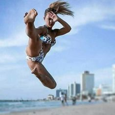 Start Using These Suggestions To Assure A Fantastic Experience Action Pose Reference, Pose Reference Photo, Action Poses, Female Martial Artists, Martial Arts Women, Mixed Martial Arts, Fighting Poses, Art Of Fighting, Aikido