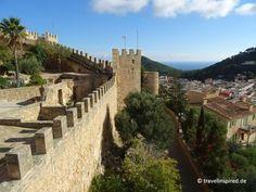 Blick von der Burg auf Capdepera bis zum Meer