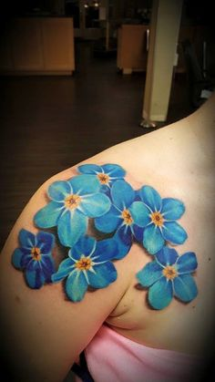 Top 50 Gorgeous Yet Delicate Flower Tattoo Designs Delicate Flower Tattoo, Flower Tattoo On Side, Flower Wrist Tattoos, Flower Tattoo Designs, Tattoo Designs For Women, Realistic Flower Tattoo, Colorful Flower Tattoo, Sunflower Tattoo Shoulder, Sunflower Tattoo Small