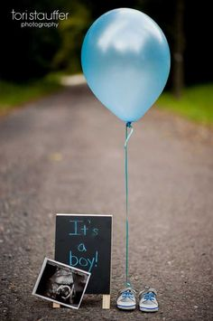 Gender Reveal Ideas For Your Big Announcement Having a hard time finding a baby gender reveal party or photo idea that suits you and your significant other? This inspiration should help out in announcing whether it's a boy or girl. Gender Reveal Announcement, Gender Announcements, Baby Boy Announcement, Gender Reveal Pictures, Baby Reveal Photos, Gender Reveal Photography, Baby Shower Photography, Baby Gender Reveal Party, Simple Gender Reveal